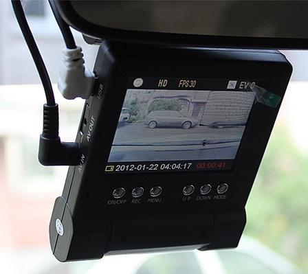 Автомобильный видеорегистратор с двумя камерами DVR-211